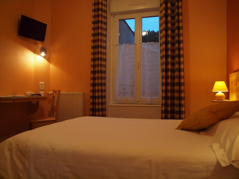 Budget room hotel le mont dore